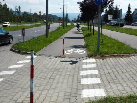 Nie płacz rowerzysto, bo tu miejsca brak. Na Kolejowej i Węgierskiej ścieżek nie będzie