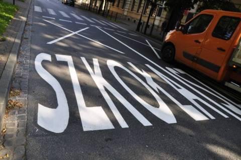 Nowy Sącz: Uwaga! Szkoła! Czy nowe oznakowania na pasach uchronią nasze dzieci?