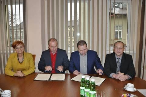 Chełmiec: Co ma PWSZ do Zespołu Szkół w Świniarsku?
