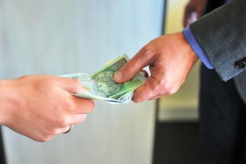 Uważajcie na oszustów. Mieszkaniec Gorlic stracił aż 35 tys. zł