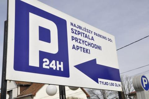 Coraz więcej prywatnych parkingów w Nowym Sączu, ale sądeczanie płacić nie lubią [Zdjęcia]