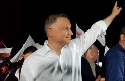 W 15 obwodach wyborczych na terenie starosądeckiego samorządu zagłosować mogło 18 tysięcy 165 mieszkańców. Ostatecznie frekwencja nie przekroczyła 70 procent, bo według danych PKW wynosi 69,58 procent. Faworytem mieszkańców gminy okazał się Andrzej Duda, najmniej głosów zdobył Jan Paweł Tantanjo.