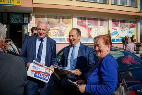 Jarosław Gowin wraz z Andrzejem Gut Mostowym, wiceprzewodniczącym  Rady ds. Turystyki w Małopolsce przy Urzędzie Marszałkowskim spotkali się z wójtem Janem Dziedziną