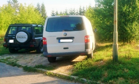 auta_na_trawniku_stary_sacz