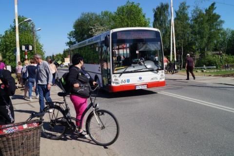 Nowy Sącz: sprzedaje bilety i kieruje? A co z bezpieczeństwem pasażerów?