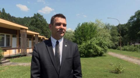 Ile zarabia burmistrz Piwnicznej-Zdroju? Radni chcieli mu obciąć pensję