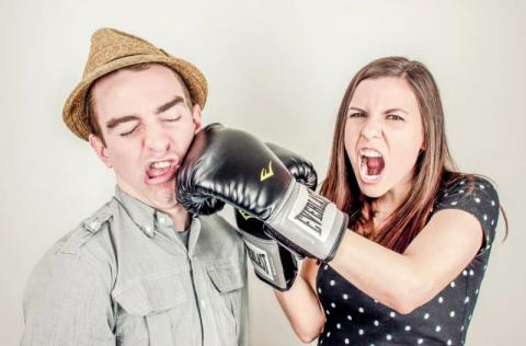 Katastrofa. Małżeńskie wojny domowe przez korona wirusa. Jak sobie z tym radzić?