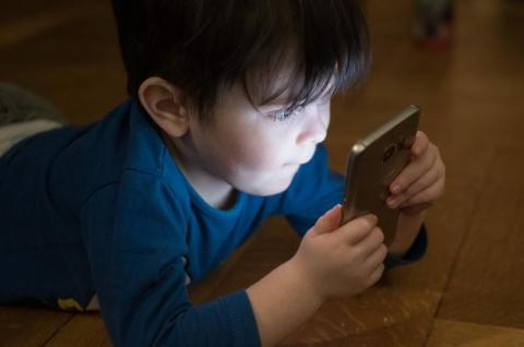 Zmiany - pełna kontrola rodzicielska i dostęp do rozmów na Facebooku. Przesada?