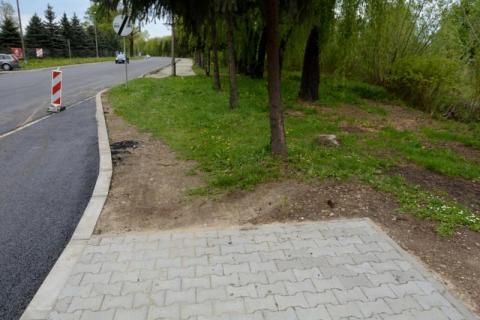 Nowy chodnik przy Bulwarze Narwiku