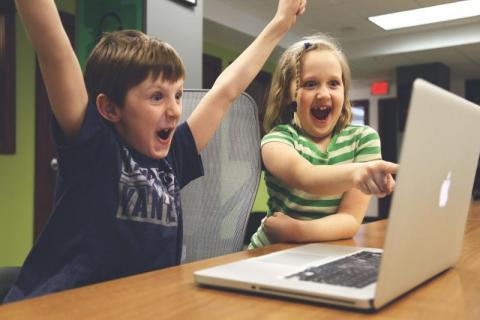 Nagrywanie lekcji online przez nauczyciela tylko za zgodą rodziców?