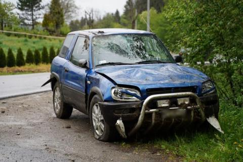 Znów wypadek w Naściszowej. Samochód dachował i zatrzymał się w rowie [WIDEO]