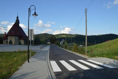 Duża inwestycja w Łososinie poprawiła bezpieczeństwo w rejonie kościoła i szkoły