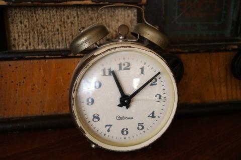 I znowu trzeba przestawić zegarek. Kiedy zmiana czasu z letniego na zimowy?