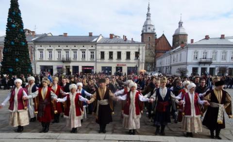 Polonez na sądeckim rynku, fot. Iga Michalec