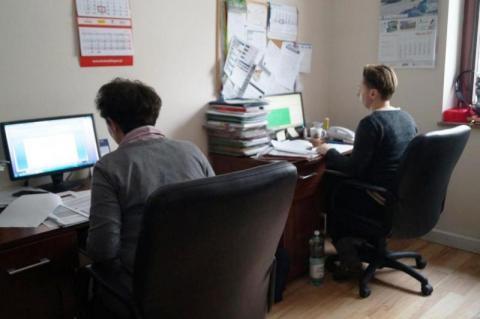 Matka Polka rozdarta między pracą a macierzyństwem