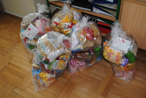 Serce-Sercu: Uczniowie z Kwiatanowic zebrali 10 paczek żywności