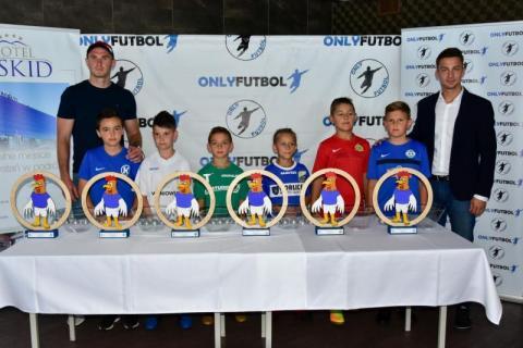 Na boiskach piłkarskich w Stróżach zagrają mali futboliści