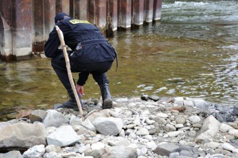 Pracownicy znaleźli kolejne bomby w Dunajcu. Pocisków pilnują policjanci