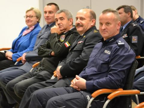 Konferencja na temat narkotyków w sądeckiej komendzie policji
