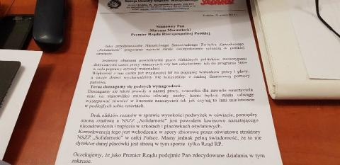 Przybili do drzwi list do premiera i ciągle okupują małopolskie kuratorium