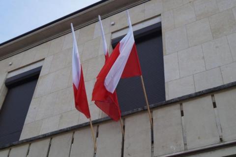 Gdzie zawisną biało-czerwone flagi? 21 gmin wygrało w rządowym konkursie