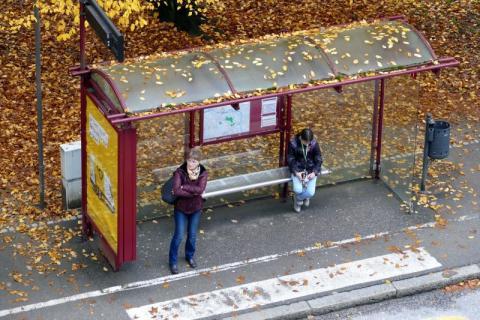 Korzenna: sesja pełna wniosków radnych. Czy gmina wymieni przystanki autobusowe?