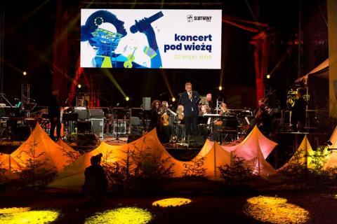 Koncert pod wieżą. Fot. Magdalena Adamczewska