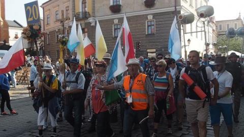 Pielgrzymi z grupy 20 św.Kazimierza wyruszyli na Jasną Górę [WIDEO]