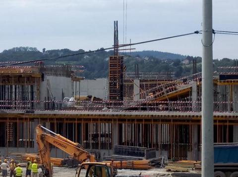 Zawalił się strop nowej mega hali Wiśniowskiego? Co się wydarzyło na budowie?