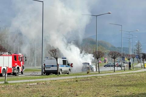 Z ostatniej chwili: pożar auta na Alejach Piłsudskiego. Droga jest zablokowana