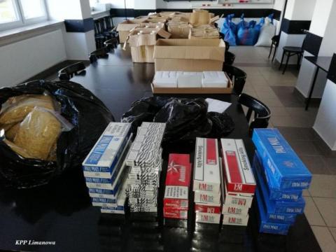 Handlowali nielegalnie papierosami. Wpadli w ręci policjantów i celników