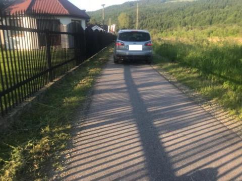 """Ktoś tu nieźle """"pobłądził"""". Z trasami rowerowymi w Barcicach jest problem"""