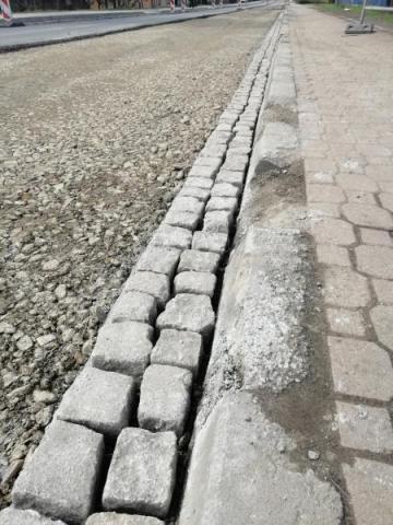 Krawężniki na ul. Krakowskiej w Nowym Sączu, fot. Czytelnik