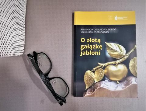 """""""O gałązkę jabłoni"""". Wszystko jest poezją, każdy jest poetą"""