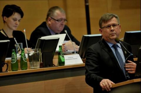Ile zarobi Witold Kozłowski na nowej posadzie marszałka Małopolski?