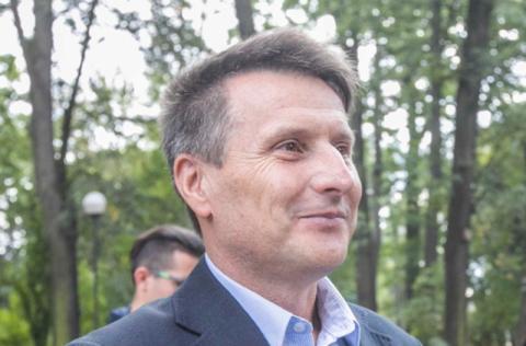 Kim jest Jacek Gwóźdź i dlaczego startuje w wyborach do Sejmu?