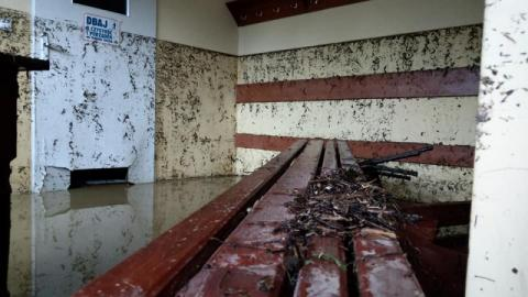 Woda zniszczyła mosty, drogi, boiska. Został tylko muł i milionowe straty