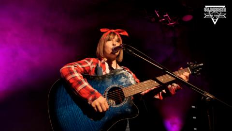 Dominika Stabrawa: jestem szaloną dziewczyna z gitarą!