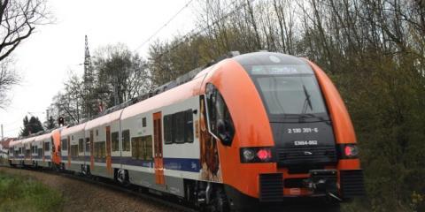 Absurd na torach zwykły pociąg z Krakowa do Nowego Sącza szybszy od pospiesznego!