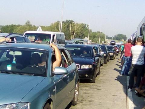 Kolejka przed przejściem granicznym w Korczowej