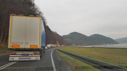 Korek na trasie z Nowego Sącza do Brzeska. Co się dzieje na DK 75?