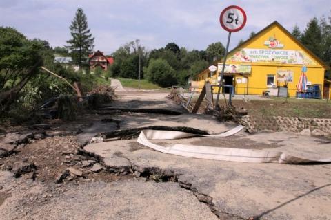 Żywioł spustoszył Korzenną. Gmina zapłaci za gradobicie 9 milionów złotych