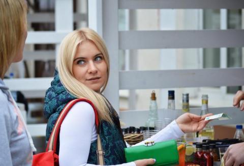 Kobiety zaciągają więcej długów niż mężczyźni, a seniorzy ogłaszają upadłość