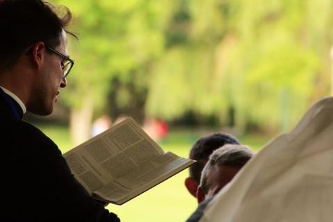 """Kierujemy słowa przeproszenia, zwłaszcza do osób pokrzywdzonych i ich rodzin, a także wyrażamy żal, iż sprawa zgłoszona w roku 2002 nie została doprowadzona do końca. To nie powinno się nigdy zdarzyć - pisze rzecznik biskupa tarnowskiego na łamach internetowego wydania największego tygodnika katolickiego - """"Gościa Niedzielnego""""."""