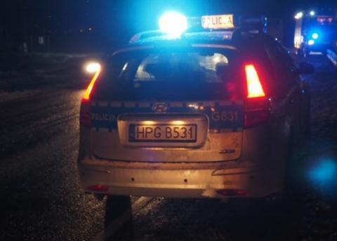 Pokłócił się z rodziną. Policjanci znaleźli go w środku nocy w lesie