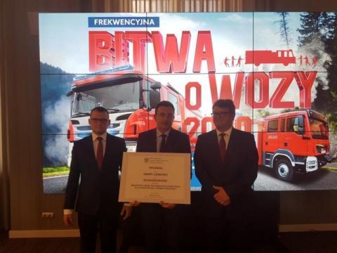 Gmina Laskowa odebrała promesę na wóz strażacki od MSWiA