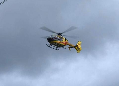 Dwudziestoletni motocyklista zmarł w szpitalu po tragicznym wypadku w Tropiu