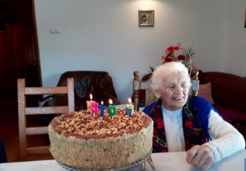 Ludwika Pulit z Czarnego Potoku ma sto lat. Nie uwierzycie czym się zajmuje!