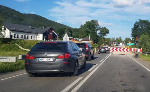Korki na DK75 - w Maciejowej wciąż budują skrzyżowanie