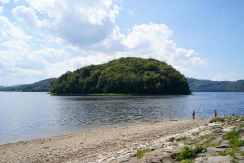 Trasa na weekend: klapki w dłoń i ruszamy nad jezioro. Odpoczynek dla leniuchów